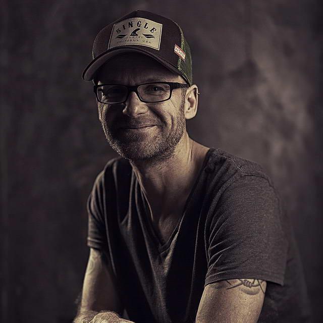 """Ein Selbstporträt des Fotografen Roman Matejov, der auf der Insel Sylt als """"Der Inselfotograf"""" bekannt ist."""